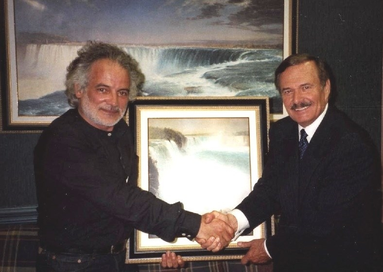 Mr.Wayne Thomson, Mayor of Niagara Falls , presente all'inaugurazione della mostra personale di pittura del Maestro Giovan Battista Rotella 'La realtà e la memoria'.